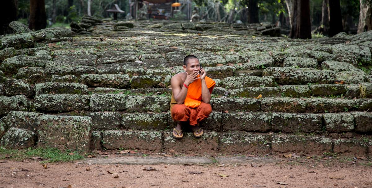 Mönche und Telefone
